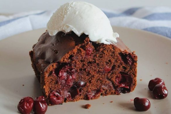 brzi-cokoladni-kolac-s-visnjama-recept